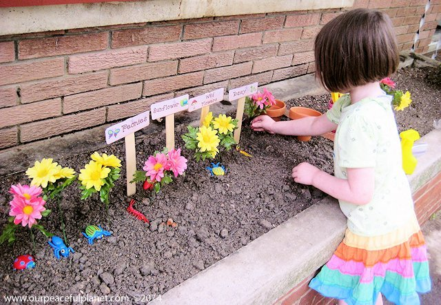 "This fun kids garden kit with free printables is made using simple supplies, including fake flowers and large ""seeds"" that are easy to find. Instant garden!"