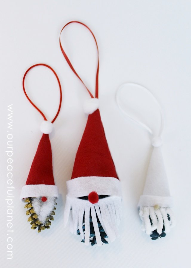 Do you live where you have access to pine cones? Here's a great little way to use them in your holiday decorating! Make this darling Santa and Elf. You could cover an entire Christmas tree with these! How cute would that be?