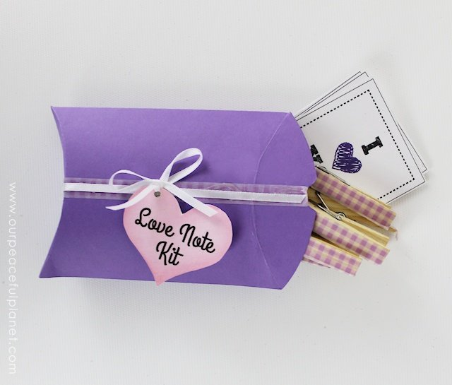 Leave special message for those you love with this inexpensive little Love Note Kit! The case is made from cardstock and we give you the FREE PATTERN along with lot of PRINTABLE NOTES! Grab a few small clothespins and you have a perfect gift. It's great for Valentine's day or any day of the year!