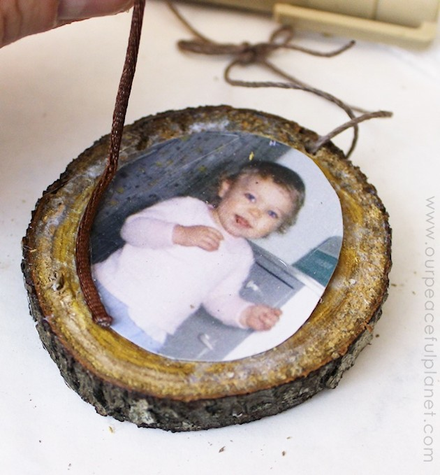 Make this quick photo ornaments from wood slices to adorn your tree or give as gifts to grandparents etc. A wonderful way to personalize your decorating!