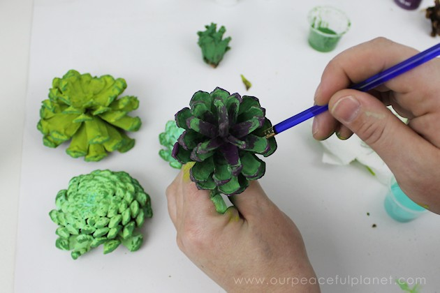 With this ultimate pinecone craft you can make a bowl of stunning succulents in a matter of minutes to add to your home decor. And they never need watered!