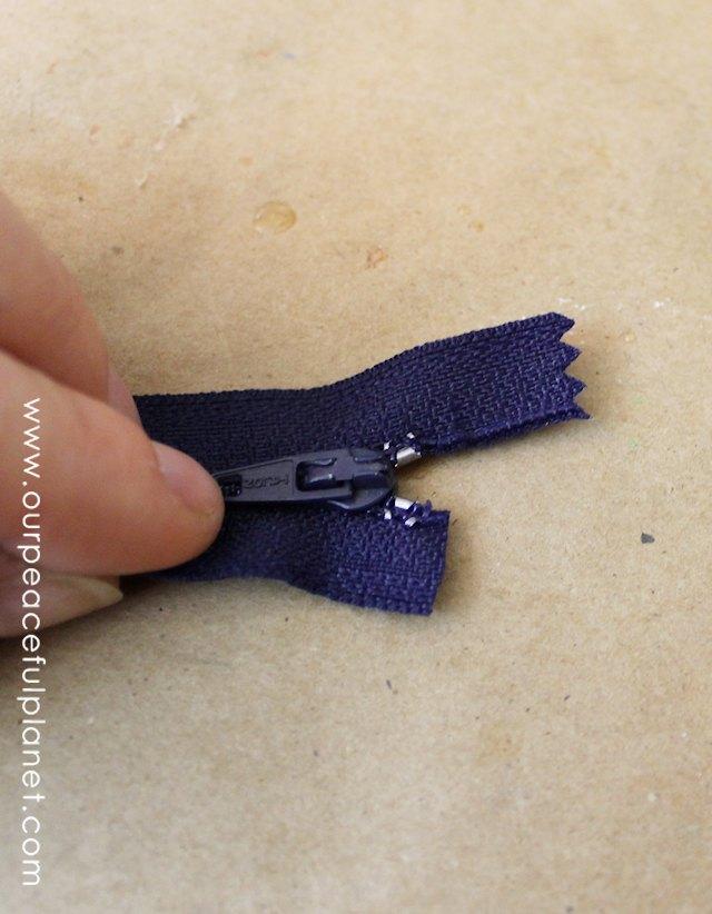 zipper.pouch.pill.holder.2