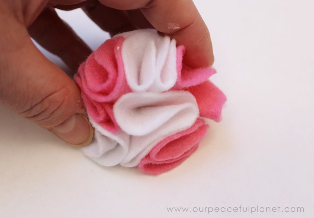 how-to-make-felt-flowers-in-5-minutes-27